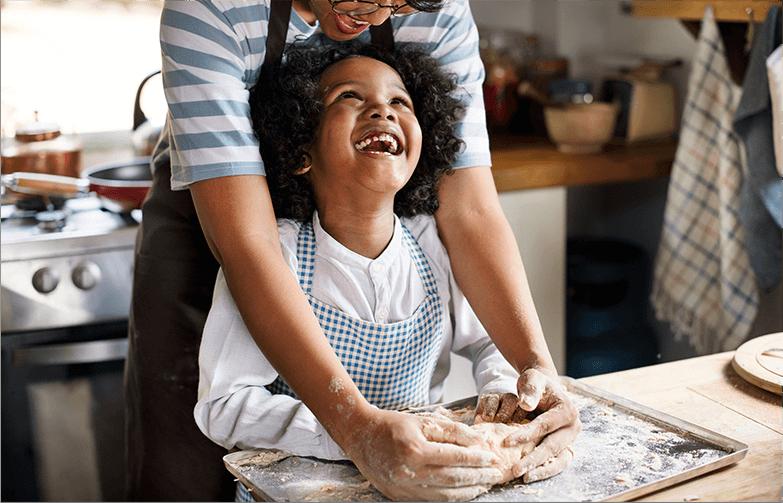 Felicidade ao preparar massas em geral e massa para pão com produtos da marca Globo.